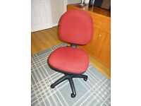 Adjustable desk/office chair, rarely used