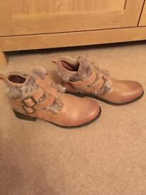 New look boots in excellent condition.