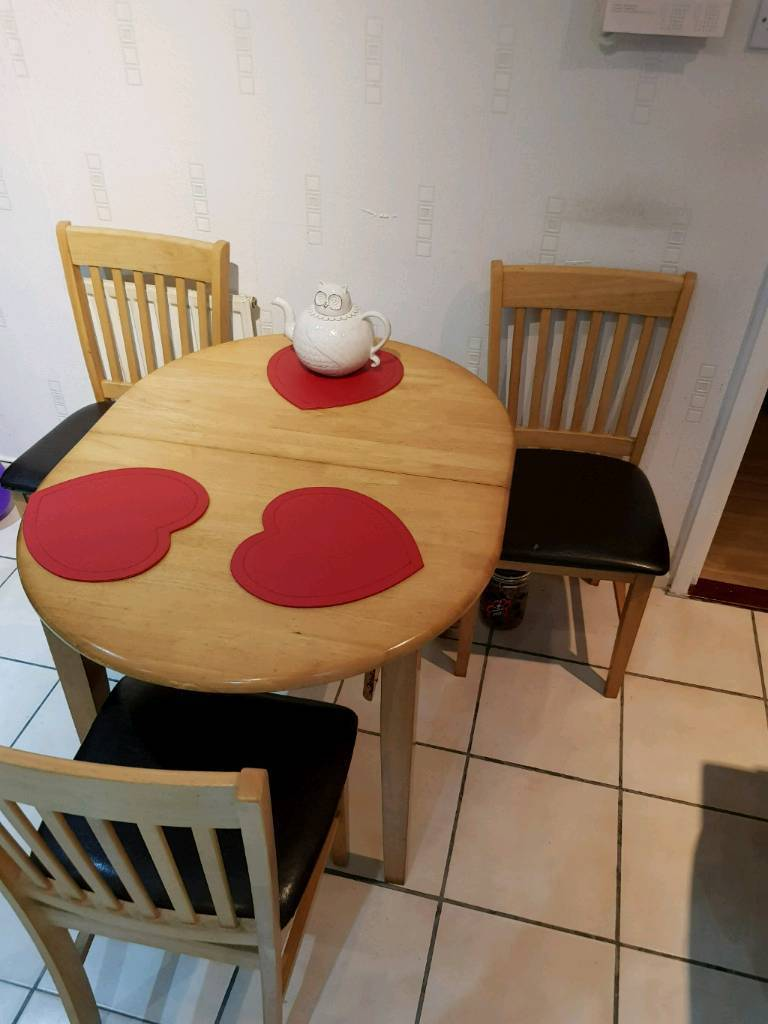 Dining table whit 3chairs