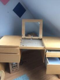 Dressing table good con