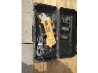 DEWALT ELECTRIC 900w ANGLE GRINDER