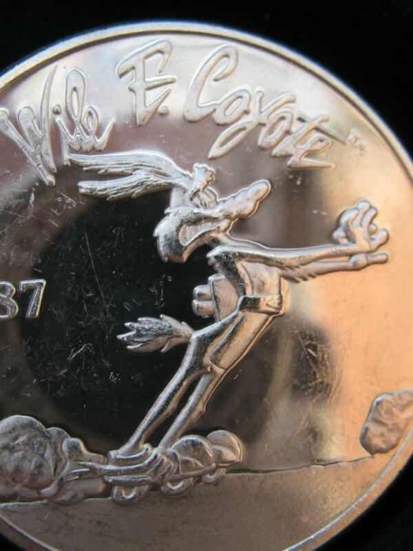 1 OZ.999 SILVER  & WILE COYOTE & ROAD RUNNER ON BACK OF COIN LOONEY TOONS + GOLD