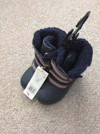 Kids boots size 8