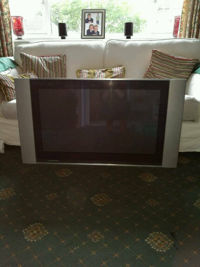 """37"""" Sony wall tvin Stockton Heath, CheshireGumtree - 37"""" wall tv comes with fittings and instruction manual. Works perfect built in freeview. With the surround its about 50"""""""