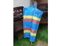 Windbreaker and parasol for keeping you shaded and warm at the beach or in your garden