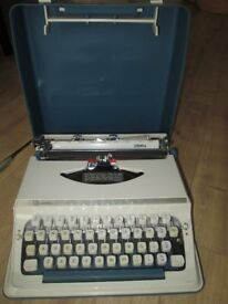 Vintage Typewriter Imperial 200 - vgc