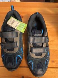 Boys size 3 shoes