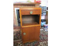 1 vintage wooden bedside table / cabinet ideal for upcycling project ?