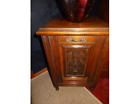 VERY NICE PIEACE OF SMALL FURNATURE ANTIQUE LOG BOX WITH INNER LINING