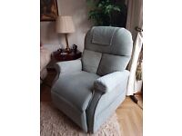 RESTWELL RISE RECLINE CHAIR MOBILITY BOSTON LIGHT GREEN WIDER SEAT BRILLIANT COND
