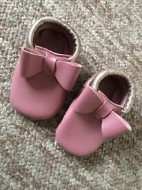 Baby shoes Peach and plump