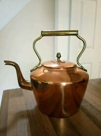 Classic Early 19th-Century Vintage Antique Victorian Copper Teapot Kettle.