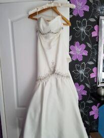 Ivory fish tail wedding dress. Looks stunning . Size 6/8