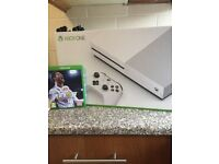 Xbox one s brand new only used for 2 weeks