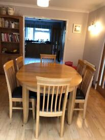 Round/Oval wood table