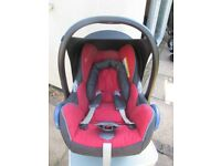 Maxi Cosi Pebble first stage group 0 car seat with rain cover