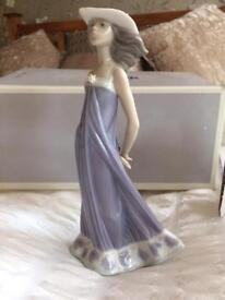 LLADRO Figurine - lovely gift for collector as retired piece