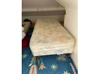 2x single bed with mattresses