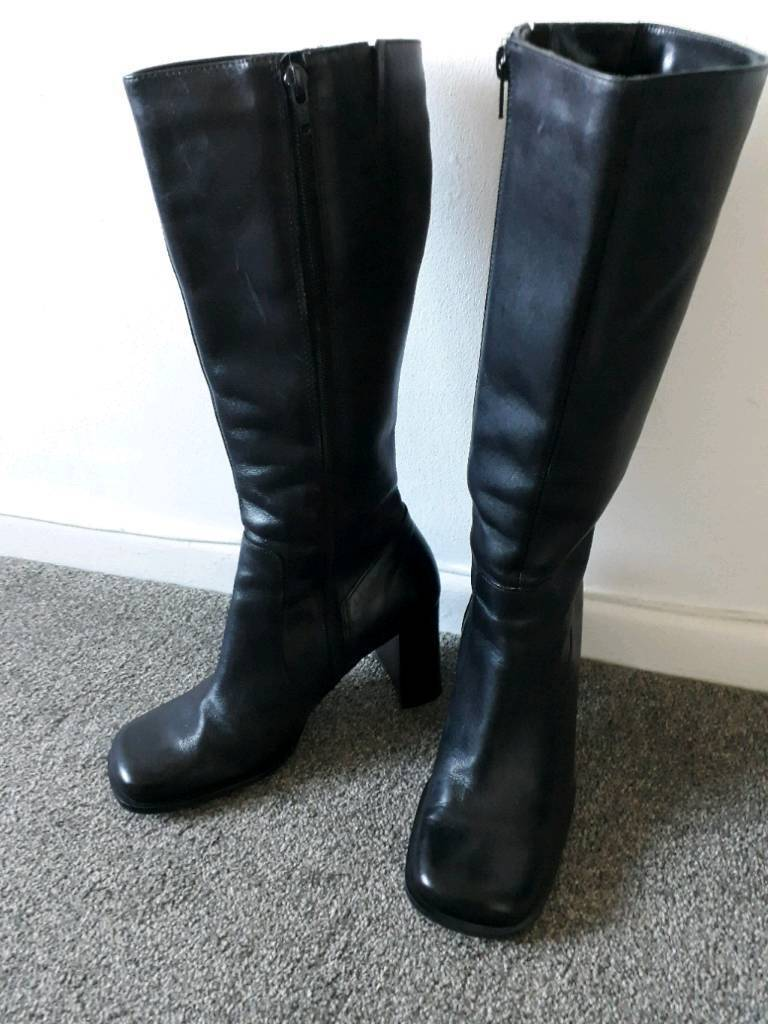 Size 5 black leather boots