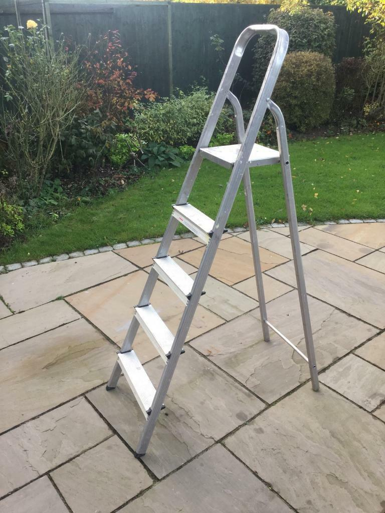 Step Ladder 5ft Aluminum in Good Working Order