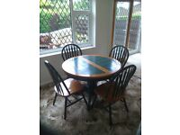 Round table/chairs