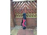 Hardly used bag and golf clubs (kids)