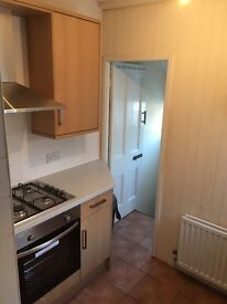 Two/Three bed upstairs flat in Sandyford,available now - £650 pcm