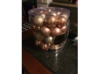 TUB OF 40 BAUBLES