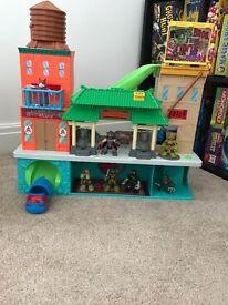 Ninja turtle house/figures