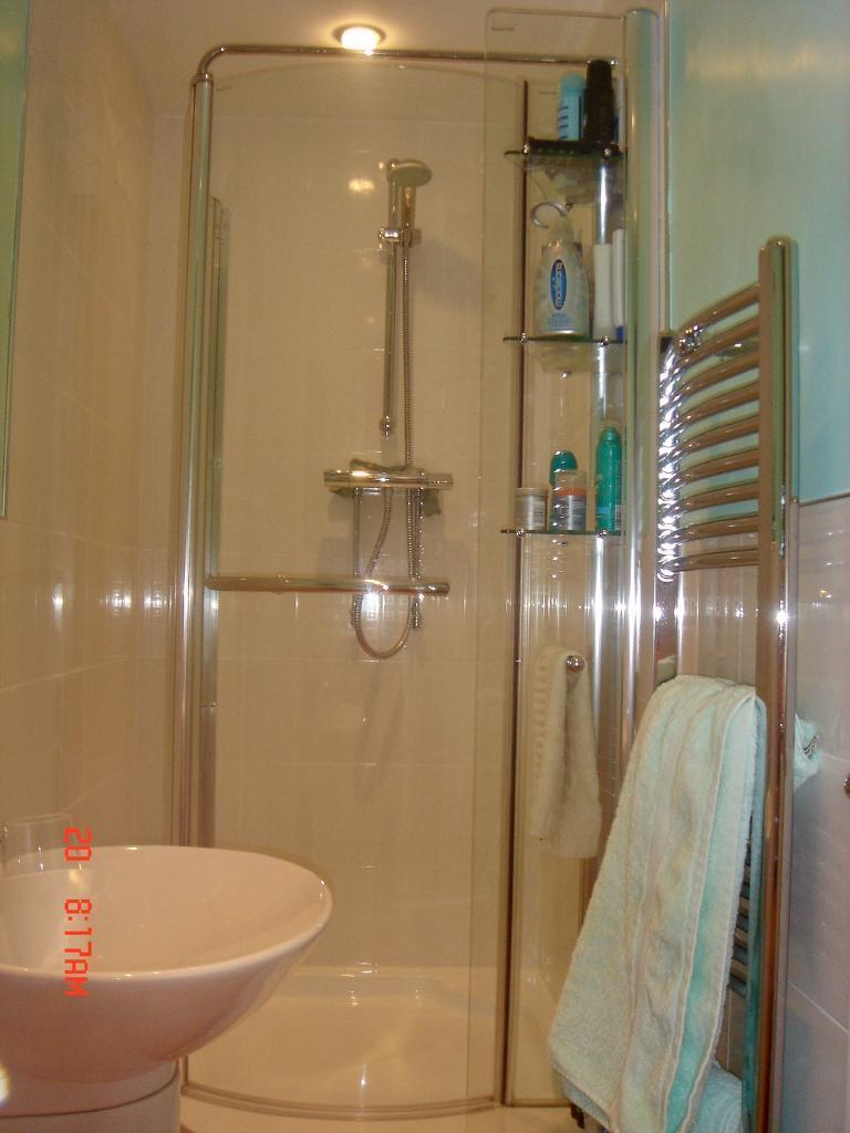 SHOWER ENCLOSURE, GROHE SHOWER & SHOWER TRAY | in Bacup, Lancashire ...