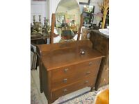 VINTAGE OAK DRESSING TABLE WITH DRESSING TABLE. VIEWING / DELIVERY AVAILABLE