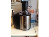 Andrew James Professional Whole Fruit Power Juicer uses an impressive 850W motor