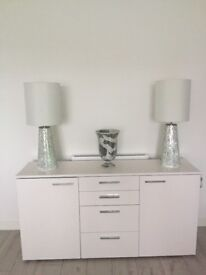 PAIR OF DESIGNER LAMPS INCLUDING MATCHING VASE