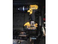 De Walt drill and 1 battery