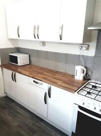 *NO DEPOSIT OPTION* Lovely room in prime location 2 mins LRI and 10 mins to centre