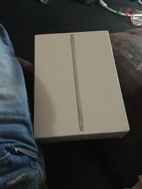 iPad 6th gen cellular and WiFi silver 2018 model