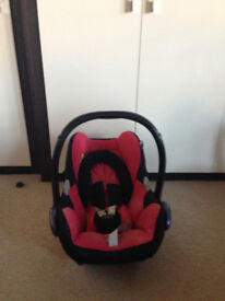 2 x Maxicosi Car Seats with Raincovers and Bases