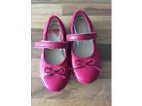 Nearly new Clarks pink shoes size 8.5 G fitting