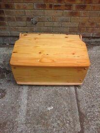Pine ottoman/storage box