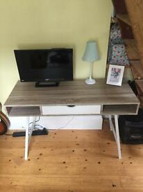 Brand new minimal scandinavian desk