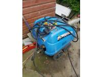 Heated pressure washer