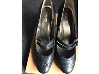 Black bar casual shoes size 5