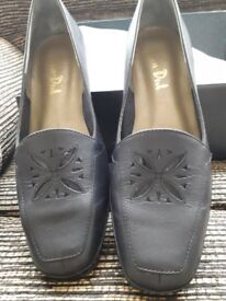 Ladies Van Dal shoes size 3.5