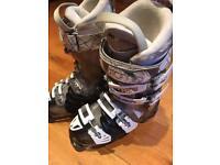 Atomic Hawk ladies ski boots
