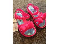 Brand new girls pink plastic sandals size 9 infant (27)