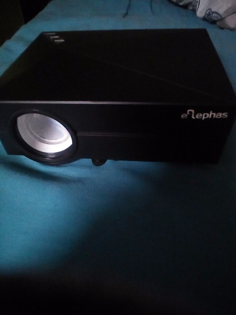"""Hd projectorin Washington, Tyne and WearGumtree - HD projector can project up to 90"""" can connect to sky, virgin Xbox etc immaculate condition comes with pull down screen size 6foot, £55 tel 07486446648"""