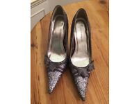 Grey silver glitter healed pointed toe shoes
