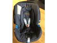 Mamas and Papas Cyber Aton car seat and isofix base