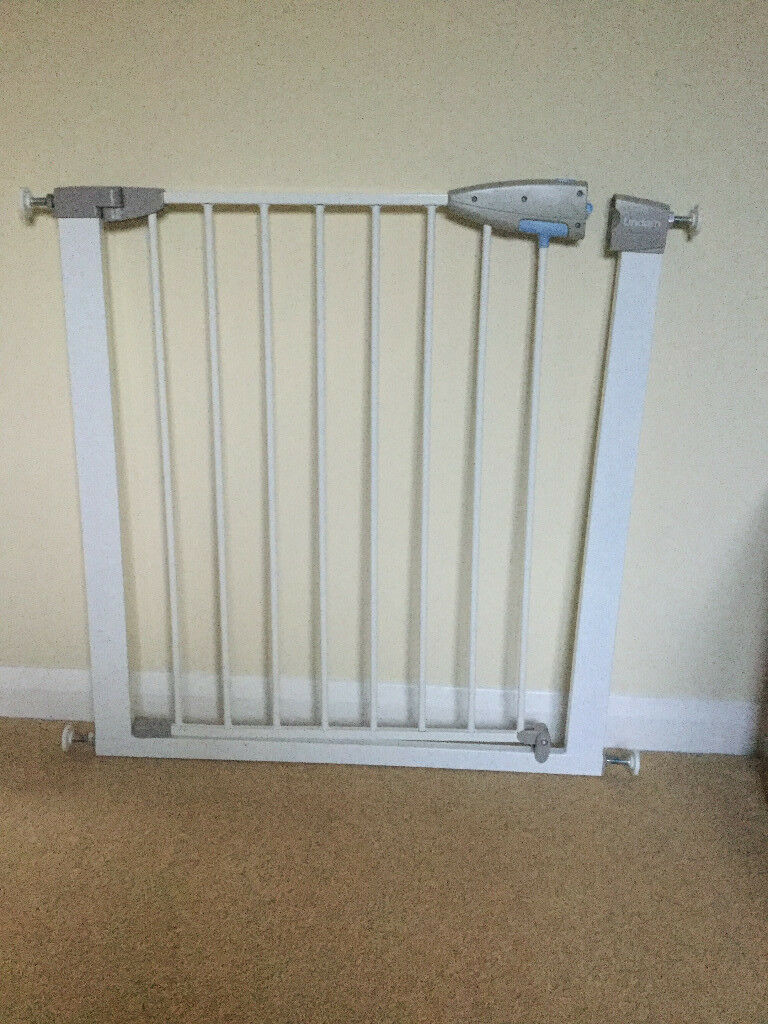 Lindam Stair Gate - pressure fit adjusts from 75cm - 82cm