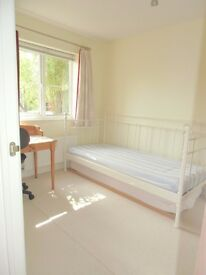 Lovely room in Clean and Quiet house available, Long or Short Term
